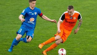 Piłkarz KGHM Zagłębie Lubin Arkadiusz Woźniak (P) i Radosław Murawski (L) z Piasta Gliwice
