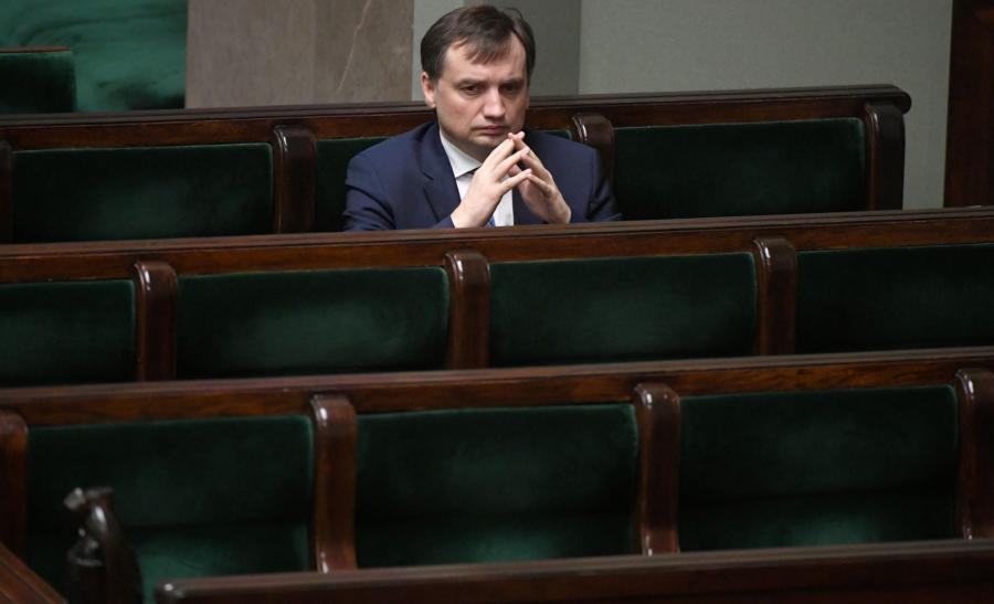 Minister sprawiedliwości będzie mógł przez pół roku odwołać każdego prezesa sądu w Polsce bez podania przyczyn.