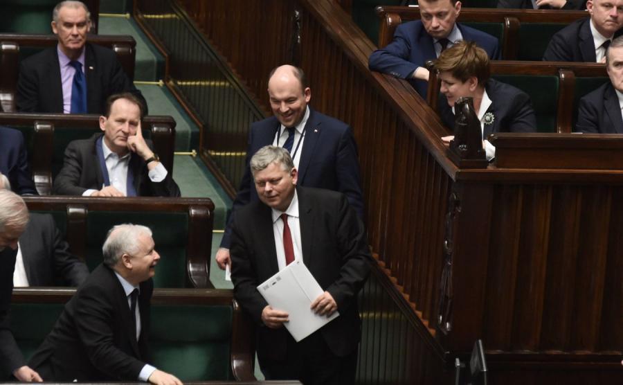 Jarosław Kaczyński, Marek Suski, Beata Szydło i posłowie PiS w Sejmie