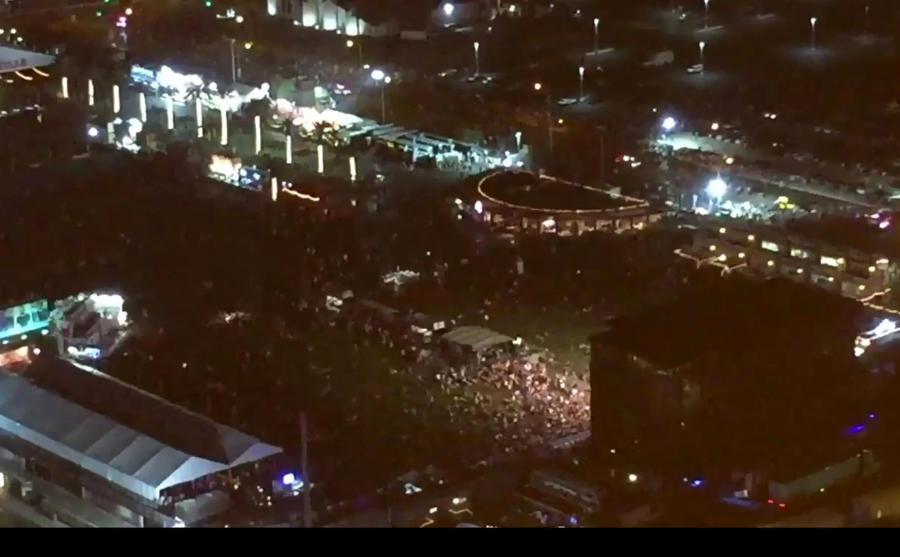 Uczestnicy koncertu uciekają przed zamachowcem