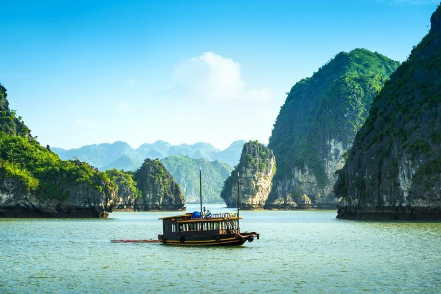 Najpiękniejsza zatoka Wietnamu - Ha Long