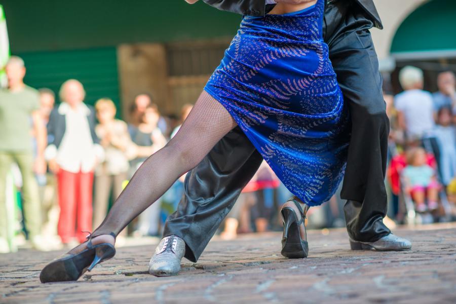 Para tańczy tango