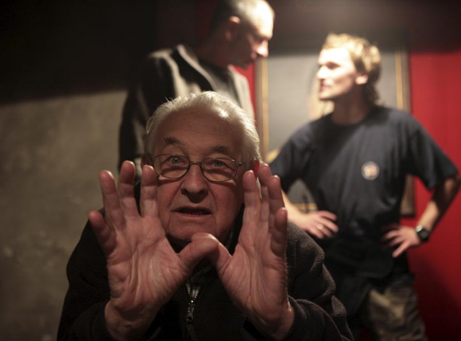 Andrzej Wajda podczas pracy nad filmem, który jak wiele razy reżyser wspominał, jest dla niego wyjątkowo ważny