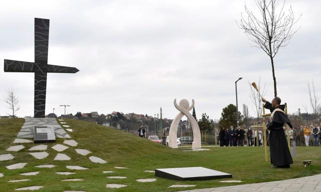 Na Węgrzech odsłonięto pomnik smoleński. Orban do Kaczyńskiego: Pańska wizyta pozwoliła nam podnieść głowę