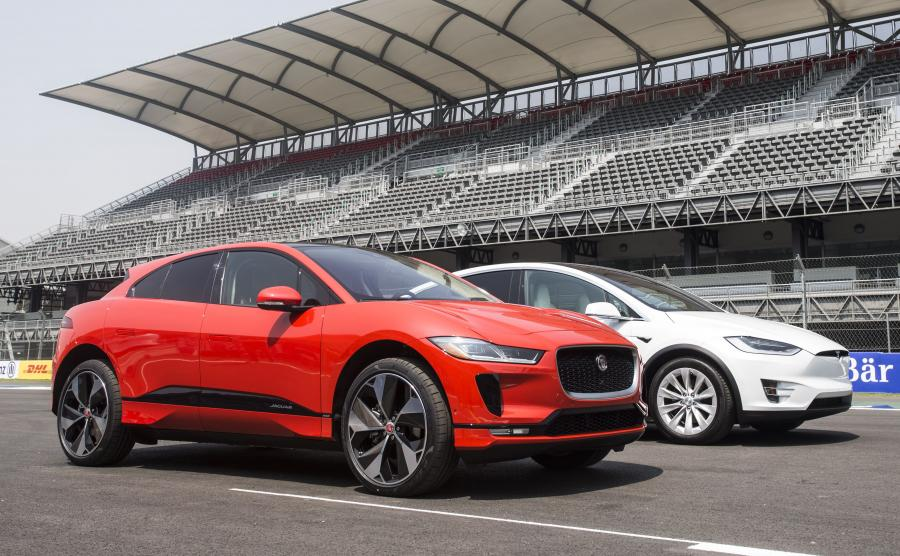 Jaguar I-Pace i Tesla Model X. Brytyjczyk okazał się lepszy w próbie rozpędzania do 60 mil/h i hamowaniu