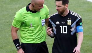 Lionel Messi i Szymon Marciniak