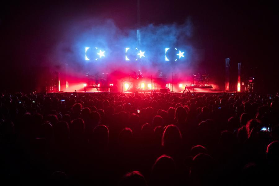 """Kultowy status uzyskiwali konsekwentnie, singiel po singlu, teledysk po teledysku i płyta po płycie, choć tych ostatnich nie wydawali nigdy w szalonym tempie. """"Blue Lines"""", długogrający debiut Massive Attack z 1991 roku to płyta kompletna i bezkonkurencyjna w swojej kategorii. """"Protection"""" z roku 1994 to nadal esencja trip-hopu, z akcentami jazzu i chilloutu."""