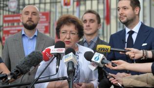 Wiceminister sprawiedliwości, kandydat na prezydenta Warszawy Patryk Jaki i radna PO Jolanta Kasztelan podczas konferencji prasowej w Warszawie.