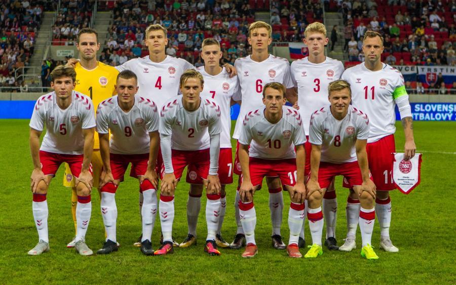 Reprezentanci Danii przed meczem ze Słowacją