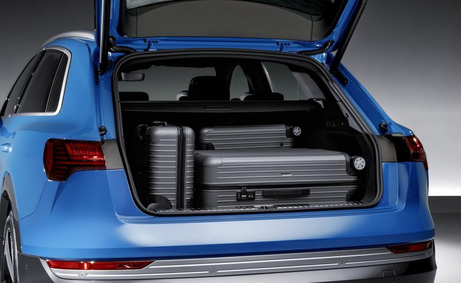 Bagażnik Audi e-tron oferuje 600 l pojemności