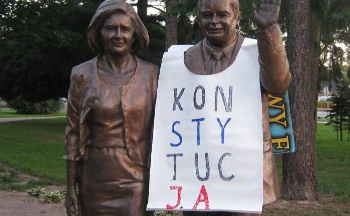 Pomnik Lecha i Marii Kaczyńskiej w Białej Podlaskiej \