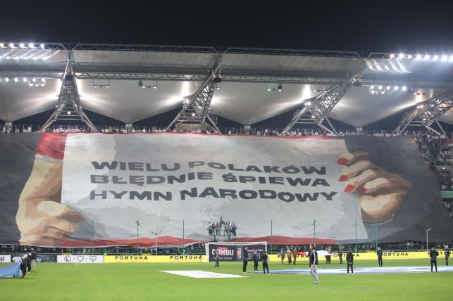 Oprawa kibiców Legii Warszawa przed meczem 14. kolejki piłkarskiej Ekstraklasy z Górnikiem Zabrze