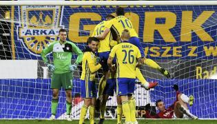 Piłkarze Arki Gdynia cieszą się z bramki Macieja Jankowskiego podczas meczu Ekstraklasy z Wisłą Kraków