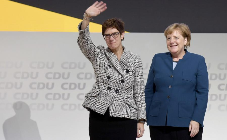 Annegret Kramp-Karrenbauer i Angela Merkel,