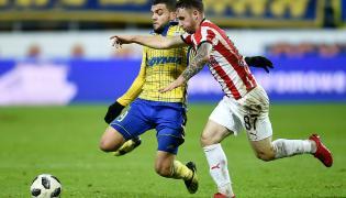 Piłkarz Arki Gdynia Nabil Aankour (L) i Diego Ferraresso (P) z Cracovii