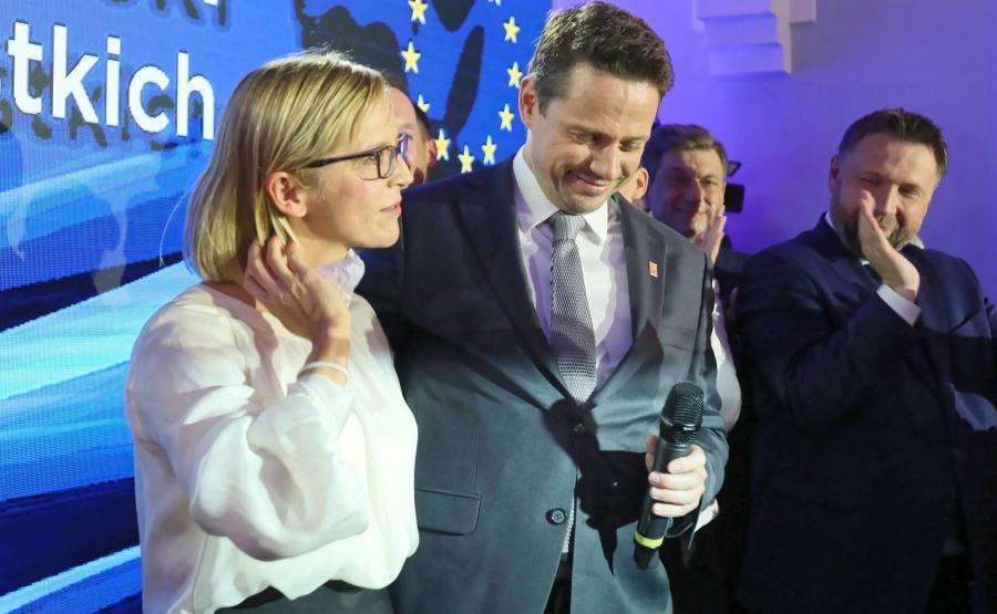 Rafał Trzaskowski z żoną Małgorzatą podczas wieczoru wyborczego