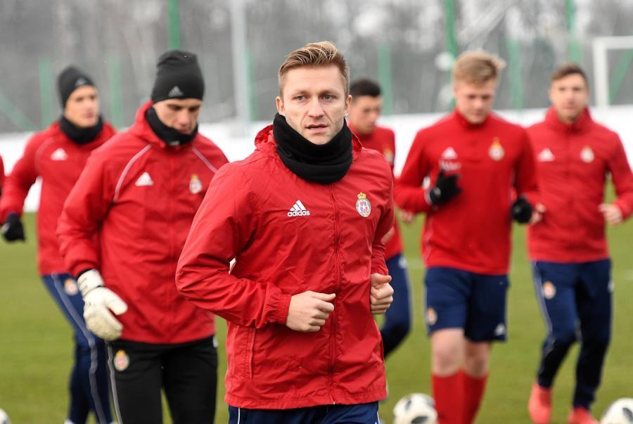 Jakub Błaszczykowski (C) trenuje z piłkarzami Wisły Kraków