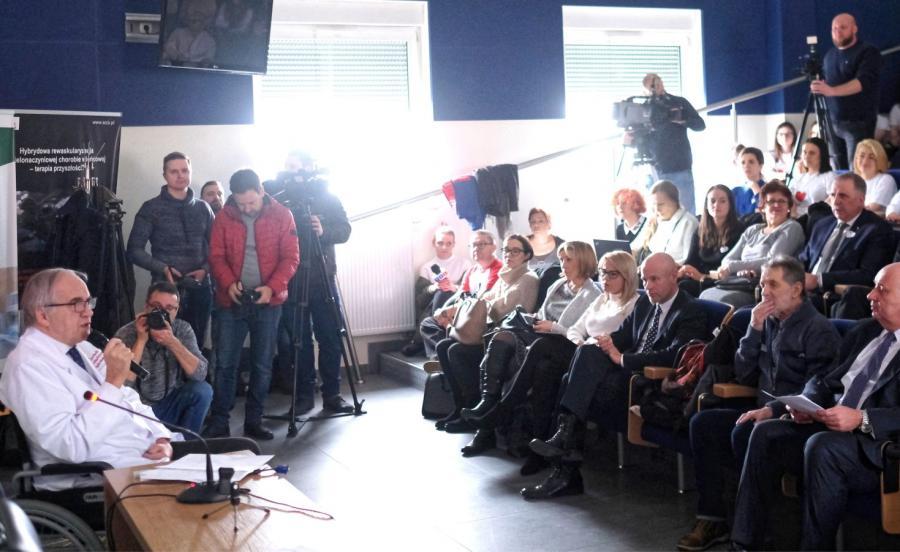 Były minister zdrowia, profesor Marian Zembala, w czasie konferencji prasowej