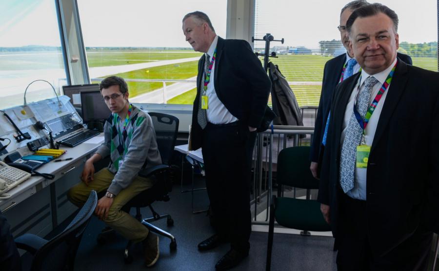 Marszałek Adam Struzik w porcie lotniczym Modlin