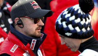 Dyrektor koordynator ds. skoków narciarskich i kombinacji norweskiej w PZN Adam Małysz (L) i Kamil Stoch (P)