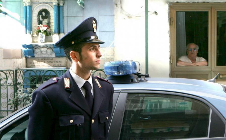 Włoski policjant w Neapolu