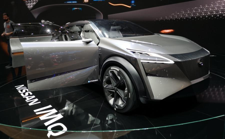 Nissan IMq został wyposażony w 22-calowe alyfelgi z inteligentnymi oponami Bridgestone Connect, które informują kierowcę m.in. o obciążeniu opon, ciśnieniu, temperaturze i głębokości bieżnika