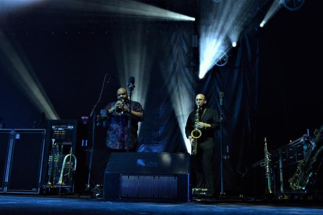 Rashawn Ross oraz Jeff Coffin. Dave Matthews. Koncert Dave Matthews Band, Warszawa, Torwar, 2019.03.25