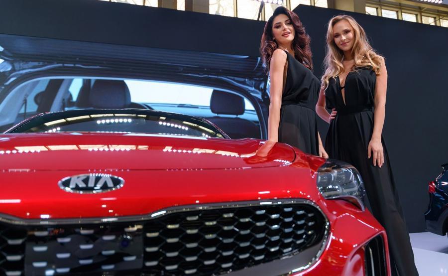 Stinger jest największą perłą w koronie Kia. Tym modelem koreańska marka wjechała na nowe terytorium gran turismo, na którym od aut wymaga się nie tylko wysokiej jakości oraz komfortu, ale również radości z prowadzenia. Jednak przy okazji producent stworzył auto dla osób, które lubią wygodę i emocje