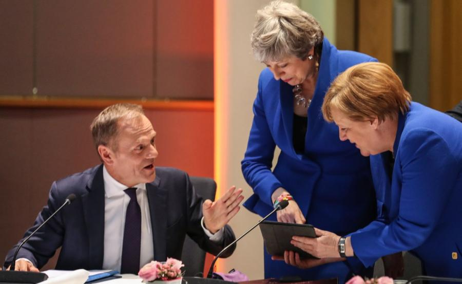 Donald Tusk Theresa May i Angela Merkel