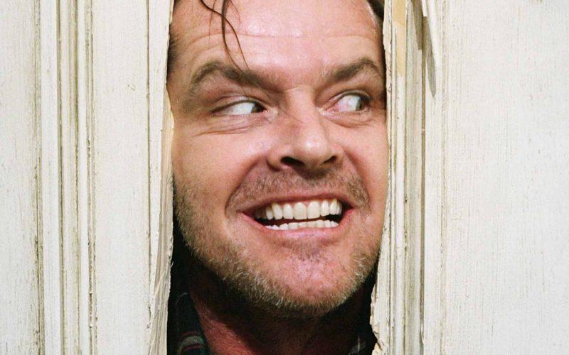 """Kadr z """"Lśnienia"""". Jack Nicholson w adptacji Stephena Kinga"""