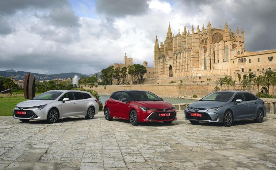 Toyota Corolla występuje także jako kombi 2.0 Hybrid oraz hybrydowy sedan 1.8/122 KM