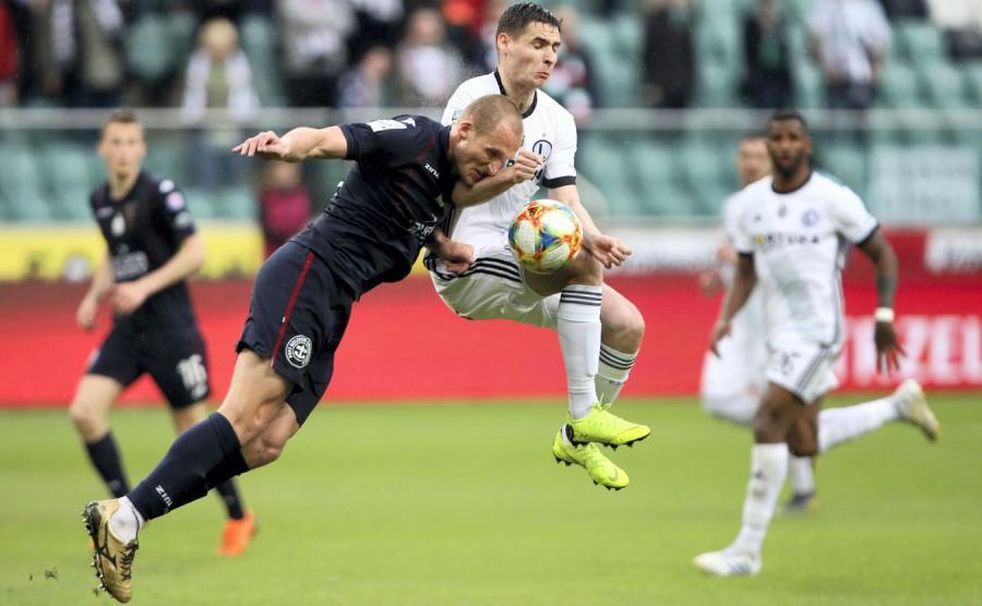 0e2e90411e4b9 Legia remisuje u siebie w meczu z Pogonią i oddaje fotel lidera ...