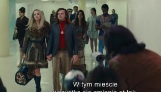 Rafał Zawierucha jako Roman Polański obok Margot Robbie grającej Sharon Tate