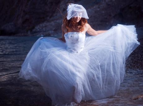 Jak ja nie cierpię tej sukni z welonem!