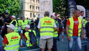 Związkowcy z Jastrzębskiej Spółki Węglowej podczas pikiety przed siedzibą Ministerstwa Energii w Warszawie