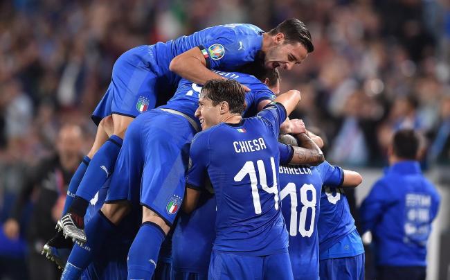 Radość Włochów po wygranym 3:2 meczu z Bośnią i Herzegowiną
