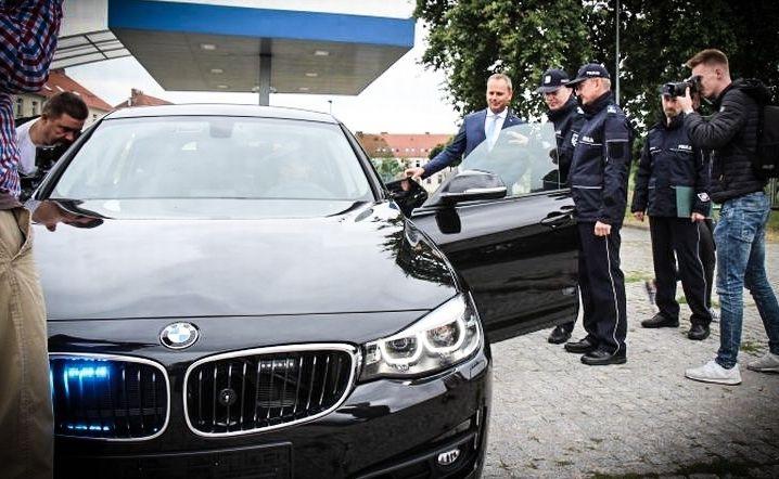 Policyjne BMW 330i Gran Turismo