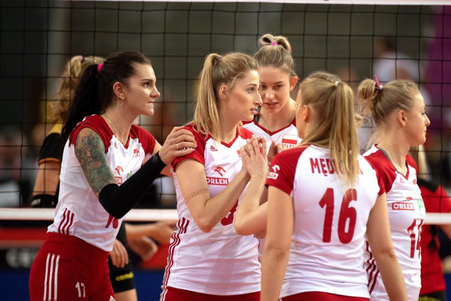 Radość zawodniczek Polski ze zdobytego punktu podczas ćwierćfinałowego meczu z Niemkami w mistrzostwach Europy siatkarek w łódzkiej Atlas Arenie