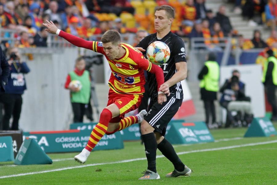 Piłkarz Jagiellonii Białystok Martin Kostal (L) i Jan Sobociński (P) z ŁKS Łódź podczas meczu Ekstraklasy