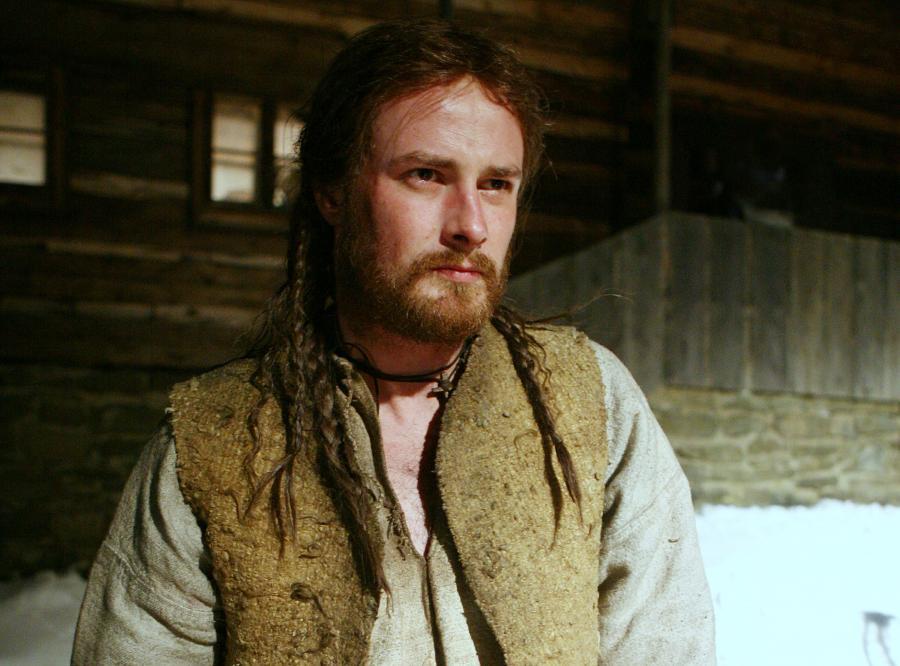 """Ostatnio Paweł zapuścił długą brodę do filmu """"Latający Cyprian"""". Żonie aktora podoba się jego nowy wygląd"""