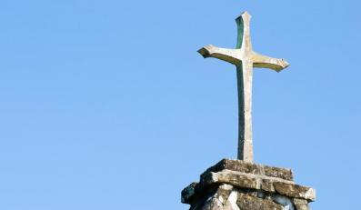 Polacy nie płacą na Kościół. Przez fiskusa