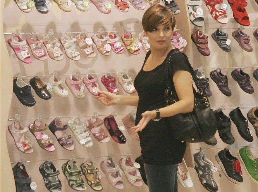 Dorota Gawryluk w sklepie z artukułami dziecięcymi