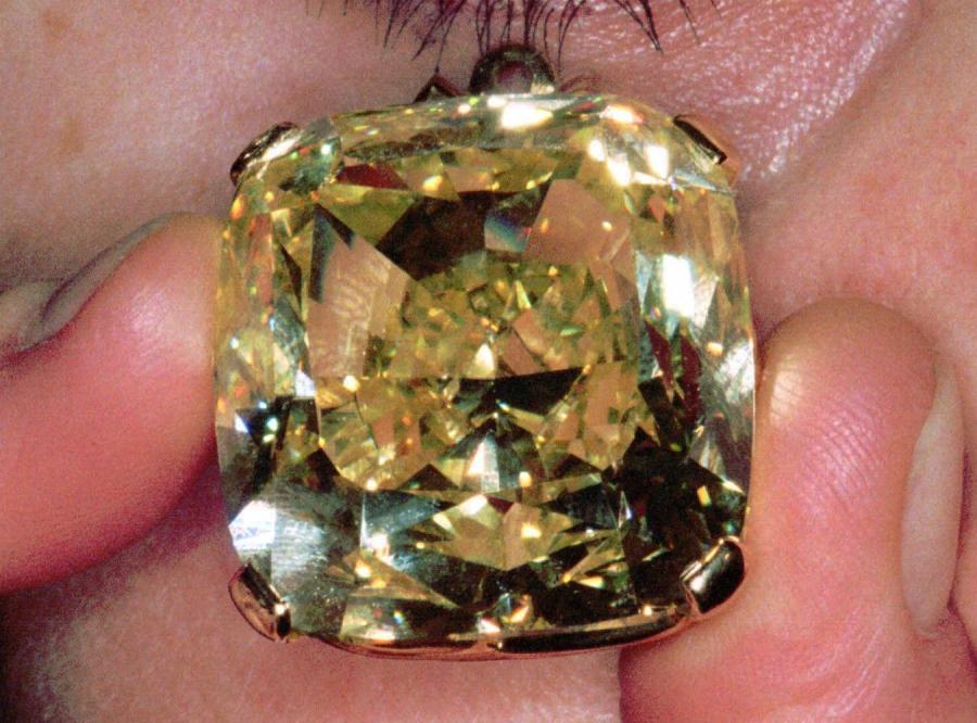 Gigantyczny diament trafi na aukcję