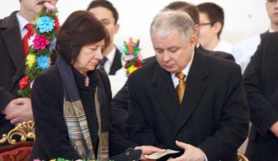 """""""Fakt"""": Lech Kaczyński pożycza na tacę"""