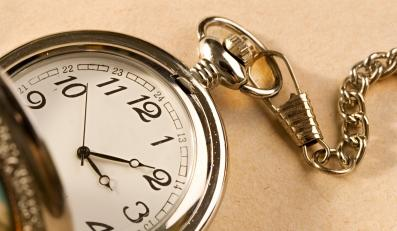 W sobotę śpimy krócej. Przestaw zegarek!