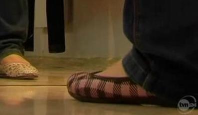 Buty z gazety wykonane przez chińskiego studenta. Źródło: TVN24