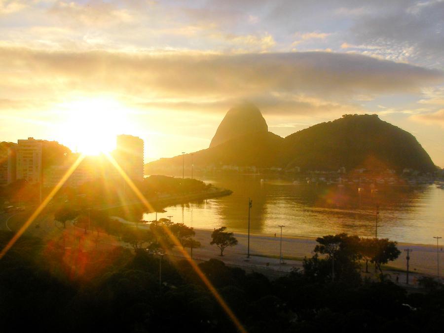 Słońce budzi Rio do życia