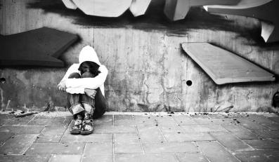 Tysiące nastolatków uciekają z domu. Dlaczego?