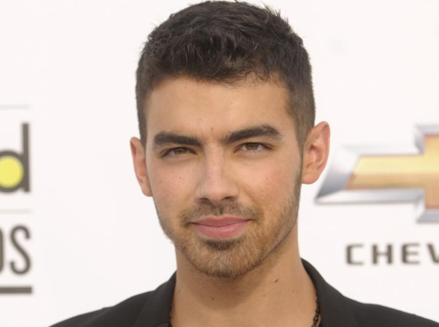 Joe Jonas dorósł i chce do kina