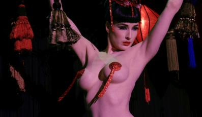 Dita von Teese nie wstydzi się, że zarabia striptizem